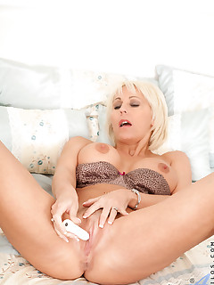 Anilos.com - Freshest mature women on the net featuring Anilos Jan Burton anilos pussy