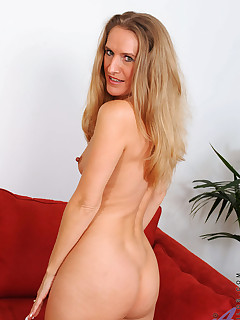 Anilos.com - Freshest mature women on the net featuring Anilos Sara James milf gallery