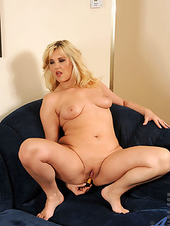Anilos.com - Freshest mature women on the net featuring Anilos Doreen blonde mature