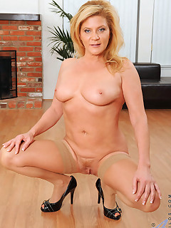 Anilos.com - Freshest mature women on the net featuring Anilos Ginger Lynn milf pussy