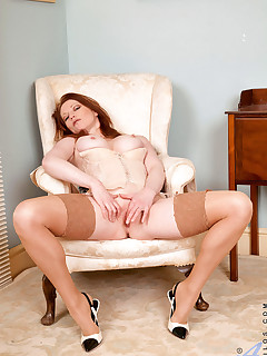 Anilos.com - Freshest mature women on the net featuring Anilos Holly Kiss horny mature