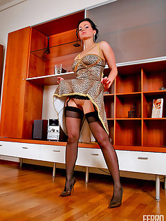 Lusty gal in full-fashioned stockings flashing her pussy under flying skirt