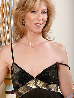 Anilos.com - Freshest mature women on the net featuring Anilos Dee Dee milf list