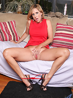 Anilos.com - Freshest mature women on the net featuring Anilos Jodi West anilos picture