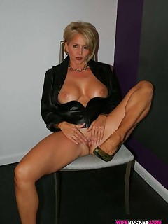 Real amateur MILF sex photos Real amateur MILF sex photos