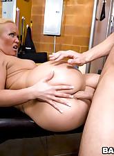 showing off her big round..