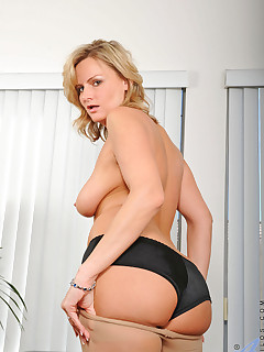 Anilos.com - Freshest mature women on the net featuring Anilos Becca Blossoms hot mom