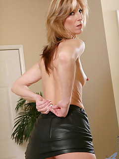 Anilos.com - Freshest mature women on the net featuring Anilos Dee Dee mature taboo