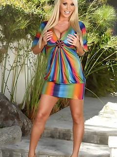 Stripping down to nothing outside is fun for Mary Carey. She gets so horny just thinking about it that she has to..