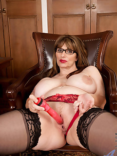 Anilos.com - Freshest mature women on the net featuring Anilos Josephine James mature naked