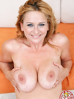 MILF Violet Adamson gives blowjob and takes facial