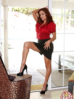 Hall of fame MILF Francesca Le giving legendary BJ