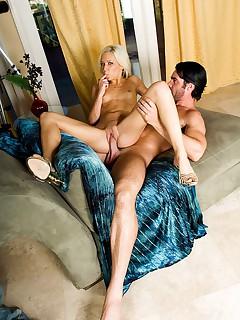 Blond nympho Kacey Jordan gets a sticky cum facial