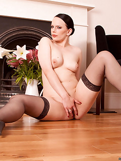 Anilos.com - Freshest mature women on the net featuring Anilos Rebekka Raynor lady mature