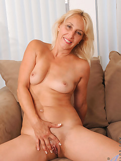 Anilos.com - Freshest mature women on the net featuring Anilos Andi Roxxx amateur mature