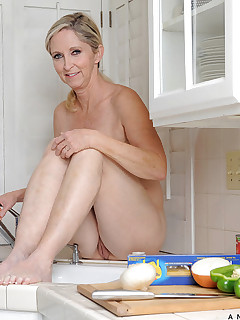 Anilos.com - Freshest mature women on the net featuring Anilos Annabelle Brady mature nude