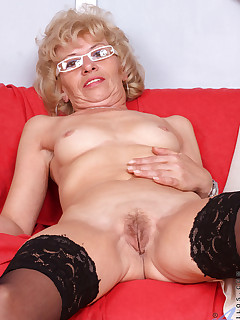 Anilos.com - Freshest mature women on the net featuring Anilos Susan Lee horny mature