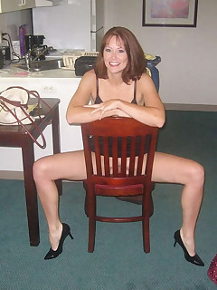 Kinky amateur horny MILF displaying her pussy