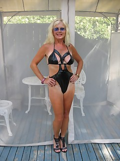 Amateur homemade MILF TAC gallery Cougar,MILF,United States,Feet/Shoes,High Heels