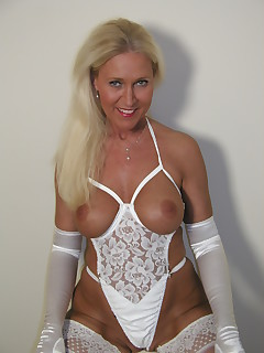 Amateur homemade MILF TAC gallery Cougar,MILF,Big Tits,United States