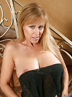 Anilos.com - Freshest mature women on the net featuring Anilos Nicole Moore breast anilos