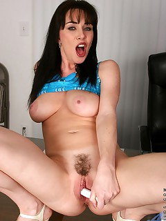 Anilos.com - Freshest mature women on the net featuring Anilos Rayveness breast mature