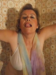 Meine Titten sind gebundenheies Gefhl wenn meinegrannytitten aufquellen wenn ichsie mit meinem Halstuch bindeund meine..