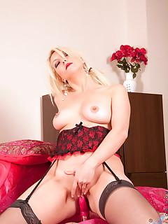 Anilos.com - Freshest mature women on the net featuring Anilos Yolanda milf babes