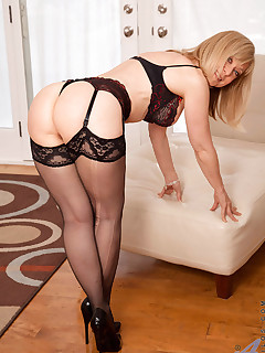 Anilos.com - Freshest mature women on the net featuring Anilos Nina Hartley anilos gallery