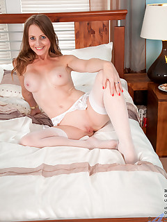 Anilos.com - Freshest mature women on the net featuring Anilos Sofia Rae mature mom