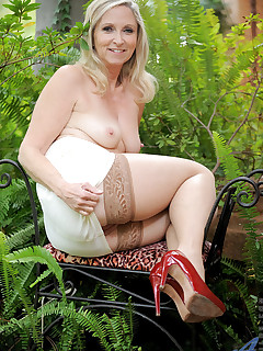Anilos.com - Freshest mature women on the net featuring Anilos Annabelle Brady anilos mom