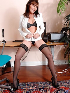 Anilos.com - Freshest mature women on the net featuring Anilos Bella Roxxx gallery anilos