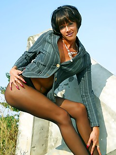 LilyWOW - Hottest & Leggiest sexy MILF WorldWide!