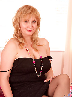 Anilos.com - Freshest mature women on the net featuring Anilos Emma blonde anilos