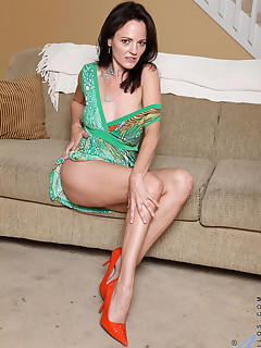 Anilos.com - Freshest mature women on the net featuring Anilos Danielle Reage mature nude