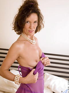 Anilos.com - Freshest mature women on the net featuring Anilos India milf pic