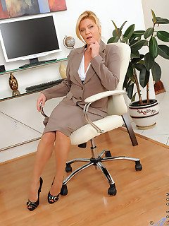 Anilos.com - Freshest mature women on the net featuring Anilos Ginger Lynn anilos stocking